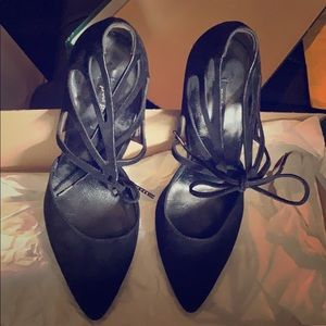 Paul Green black pumps with tie in front